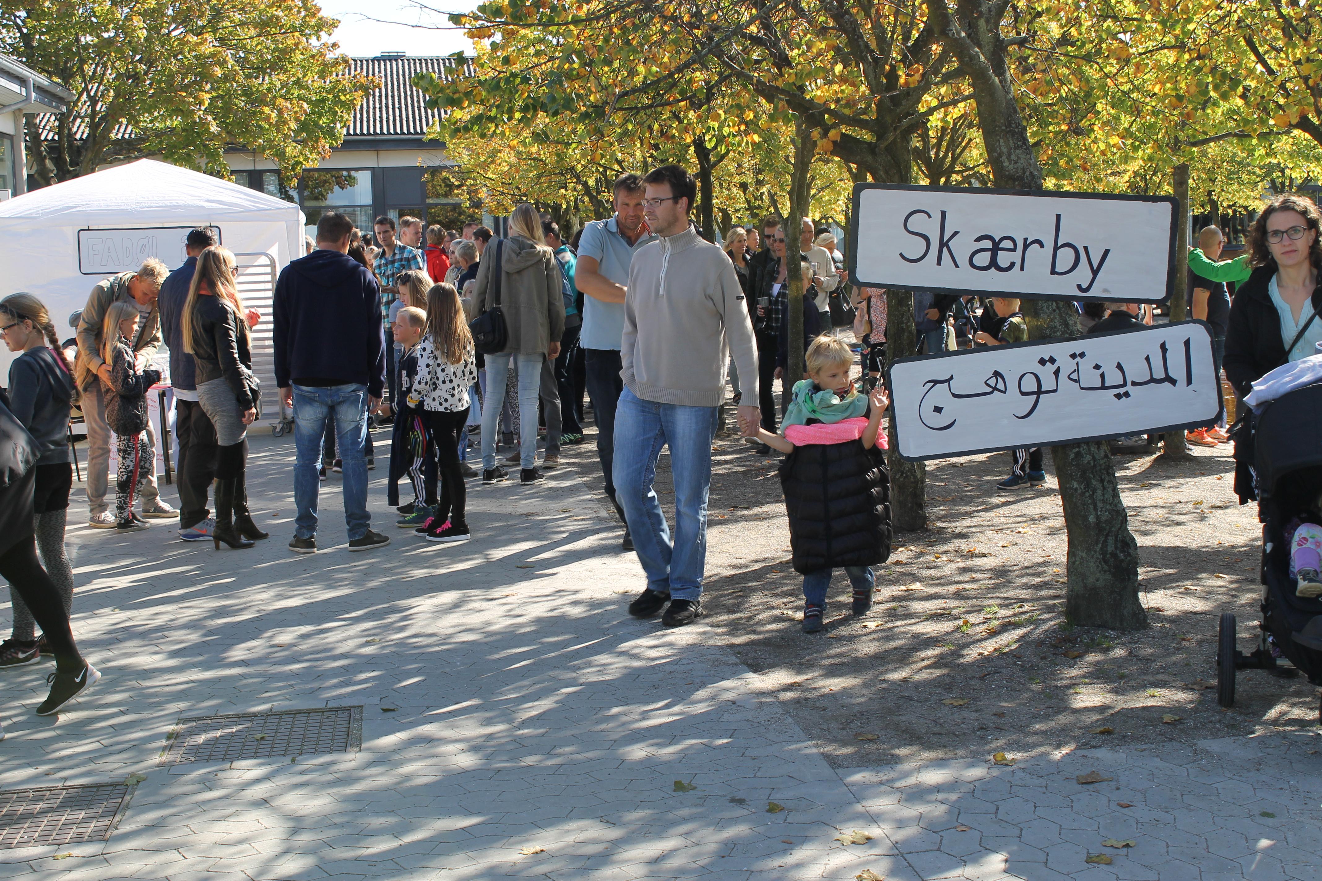 Skæring Skole var lørdag omdannet til en stor markedsplads i den fiktive by Skærby. Foto: Skæring Skole.