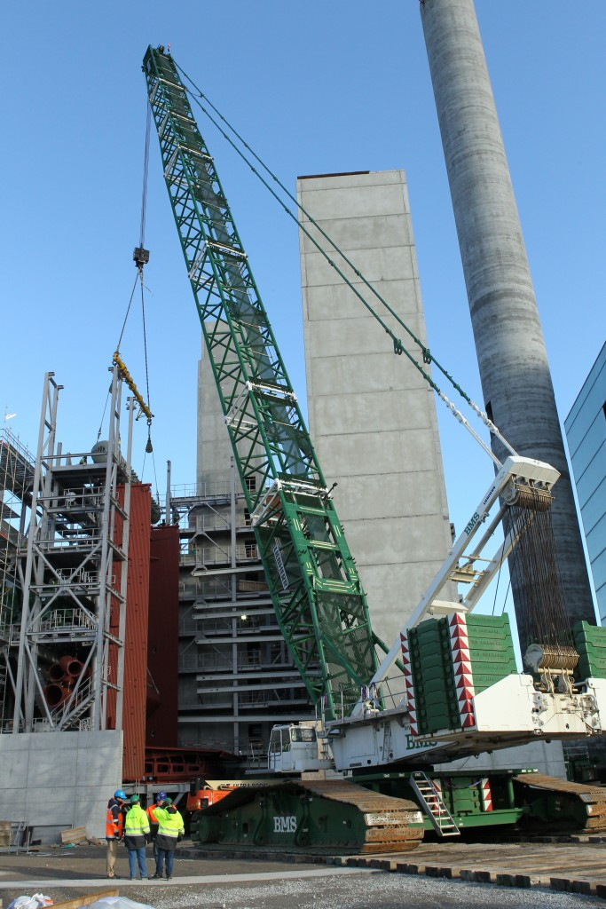 Kranen er lige så høj som to rundetårne oven på hinanden. foto: AffaldVarme.