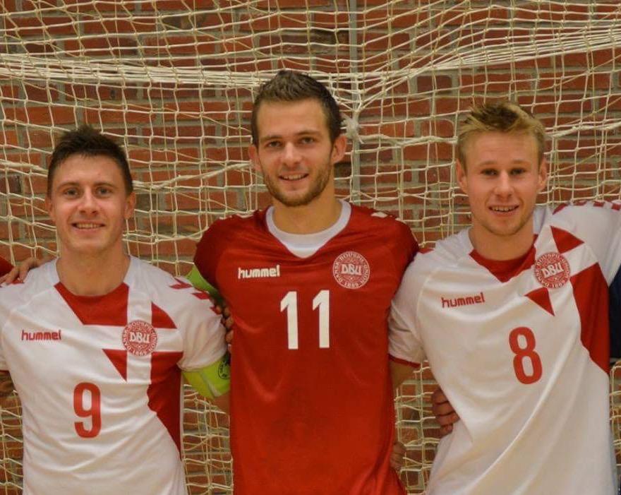 De tre landsspillere fra Lystrup Futsal: Jannik Mehlsen, Nichlas Knudsen og Jeppe Laursen. Foto: Lystrup Futsal.